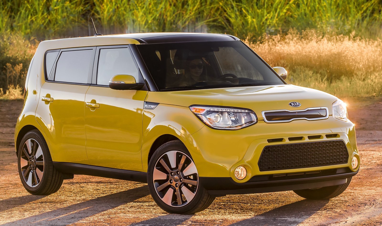 2015 kia soul brings style versatility to hatchbacks ancira kia news. Black Bedroom Furniture Sets. Home Design Ideas
